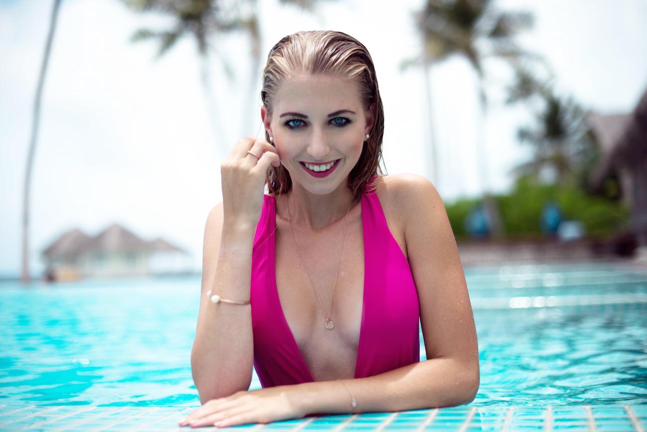 asos swimsuit badeanzug pink jane konig schmuck kette personalisiert travel blogger deutschland