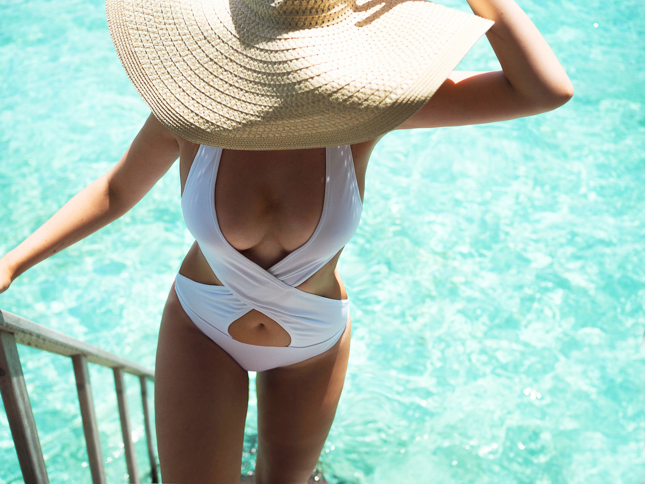 travel blogger blog lama resort maldives bathing suit asks white raffaelo hat