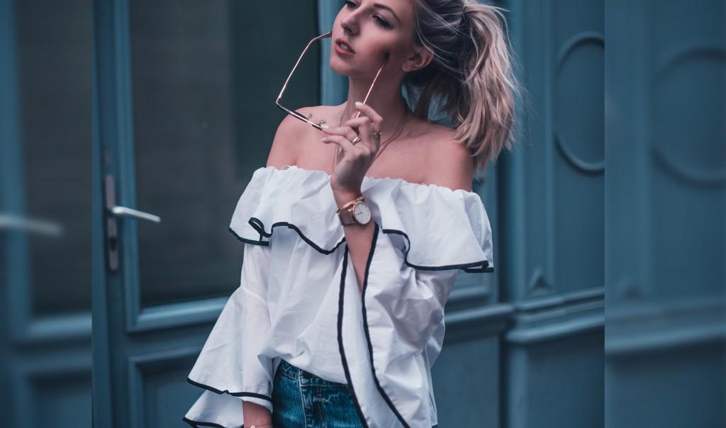 outfit paris carmen bluse schulterfrei verspielte jeans fashion blog München